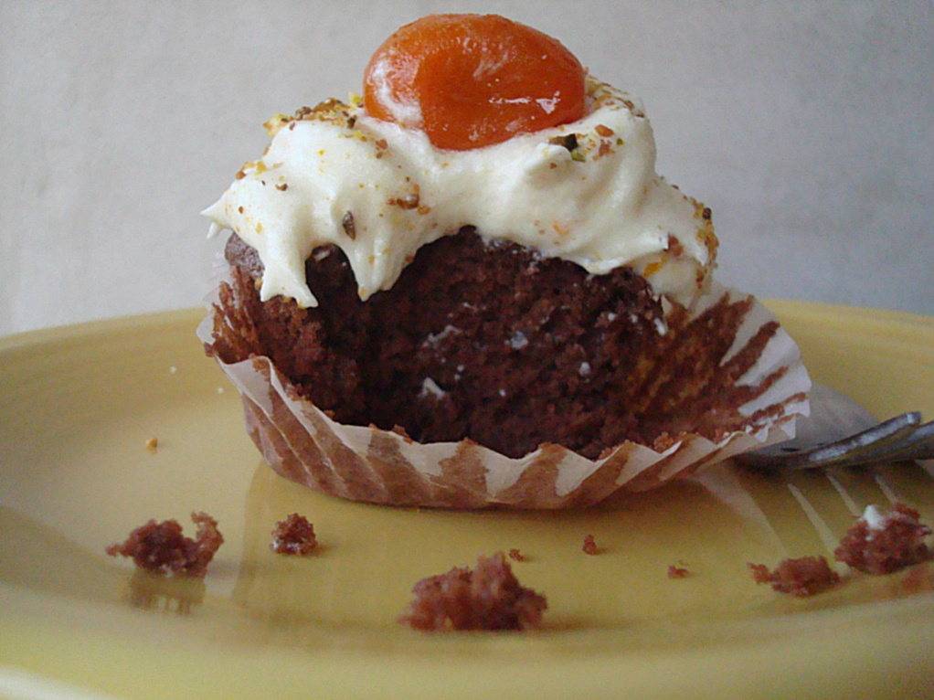 Gluten-free Vegan Chocolate Quinoa Cupcakes - Fork and Beans